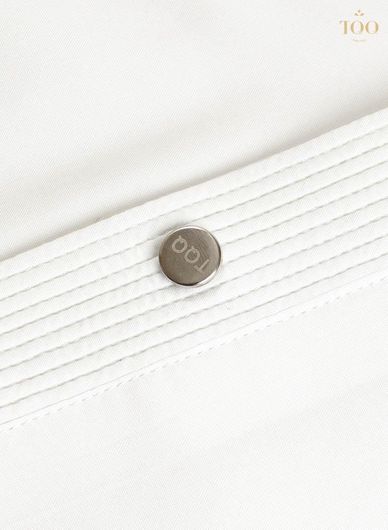 Chi tiết vải ở hàng khuy áo được may nhấn độc đáo
