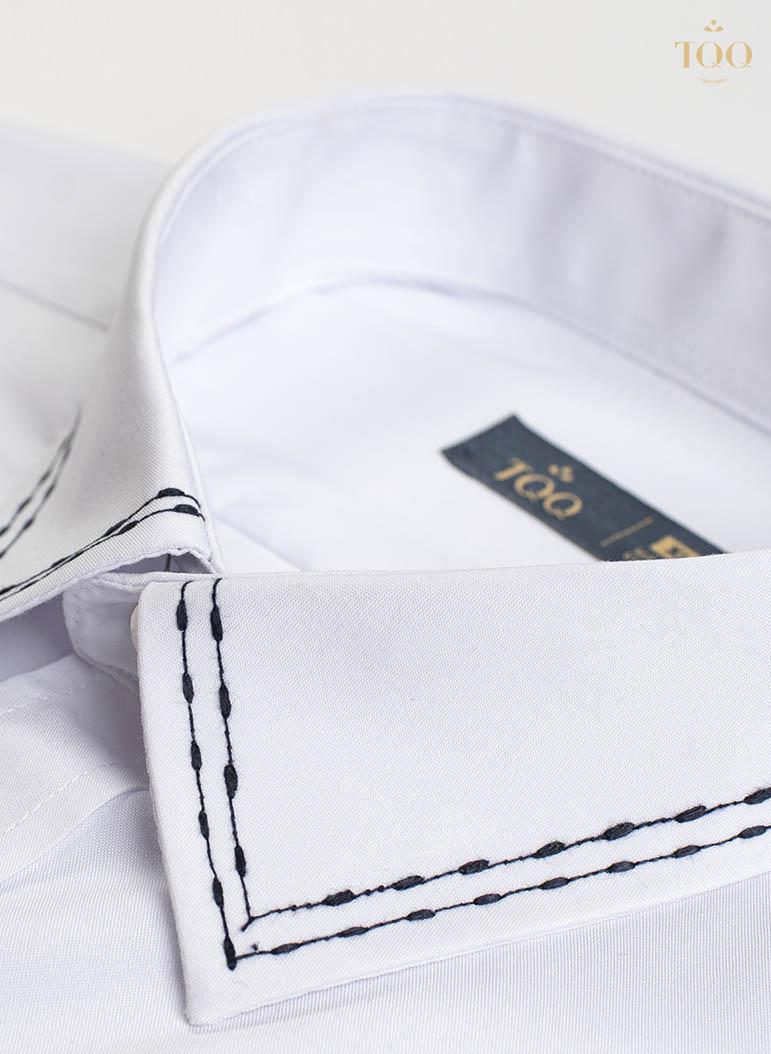 Chi tiết cổ áo được thêu khéo léo