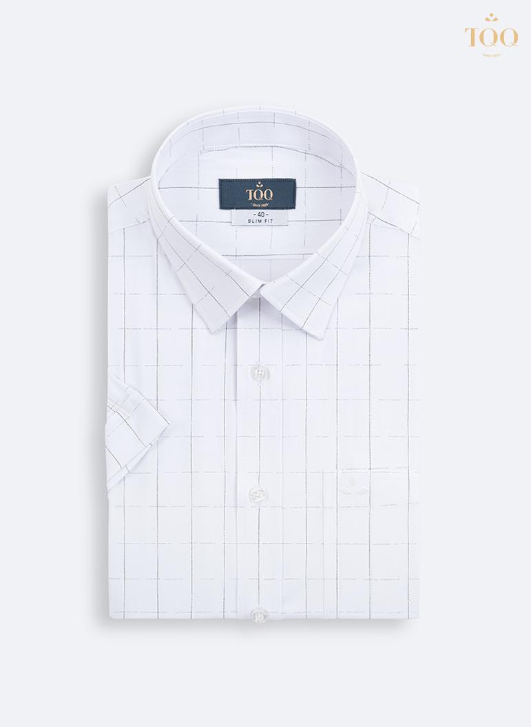 Áo được may từ chất liệu vải bamboo (vải sợi tre trúc tự nhiên) có khả năng thấm hút mồ hôi